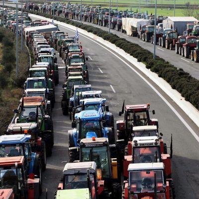 Греки блокируют границу