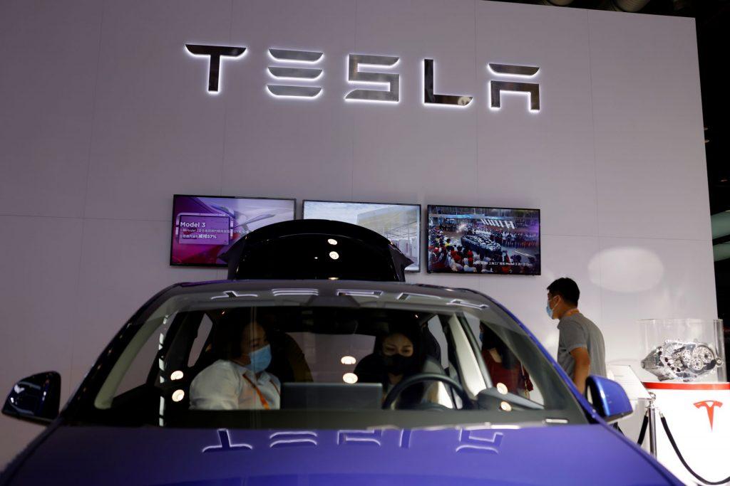 Вопрос жизни и смерти для регуляторов: безопасен ли автопилот Tesla?