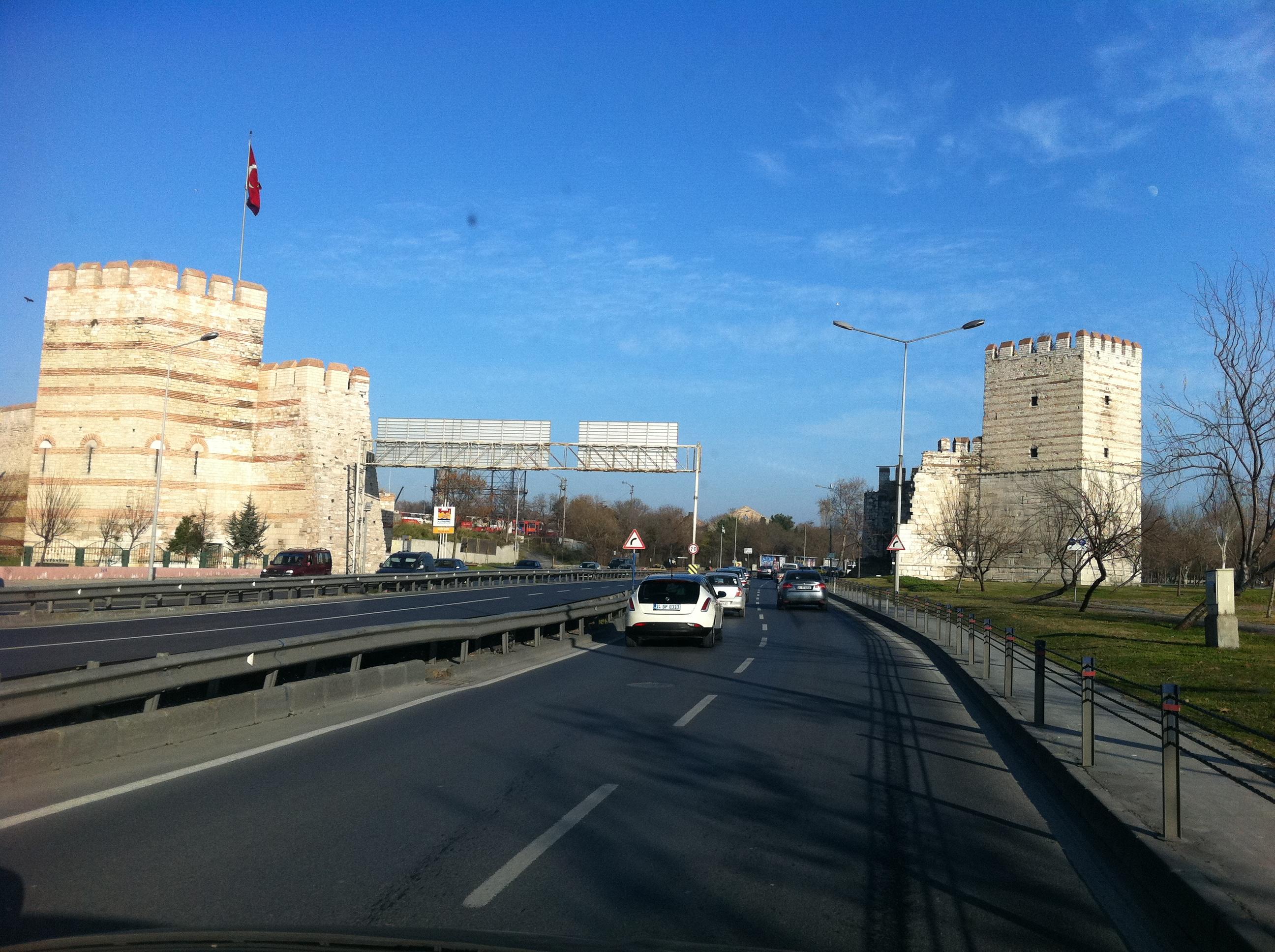 Стамбул погрузился во тьму - грузоперевозки из Балканского региона