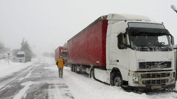 Погода внесла коррективы в работу границ - грузоперевозки из Балканского региона